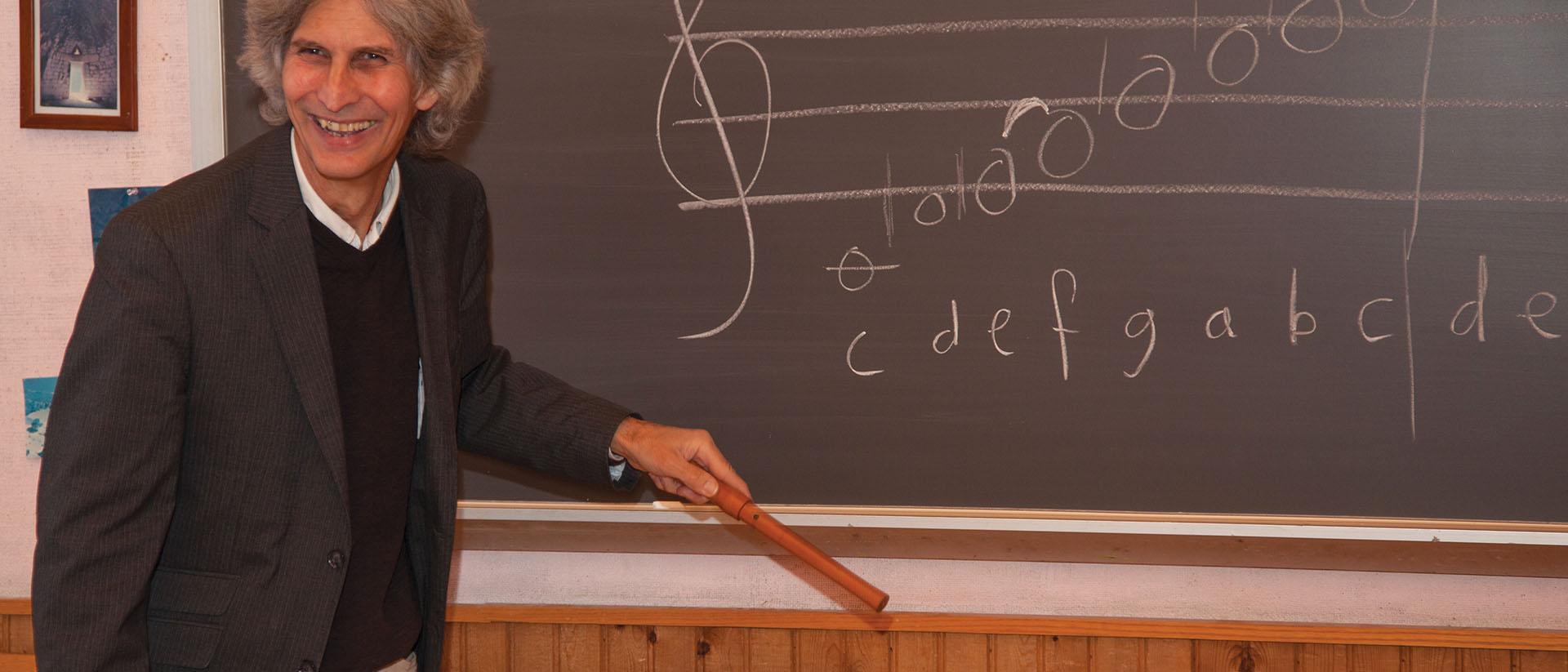 Eric Muller teaching music